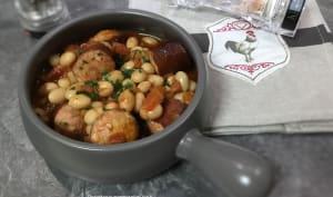Coco de Paimpol à la tomate et saucisses de Morteau