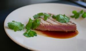 Thon mi-cuit, sauce aux agrumes