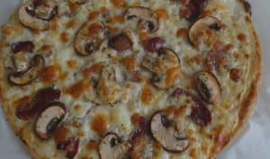 Pizza blanche au magret fumé, champignons et mozzarella