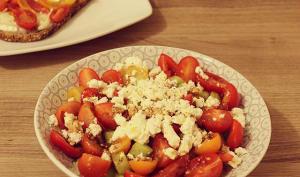Salade de concombres, tomates cerises et feta