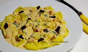 Tortelloni à la mousse de foie de canard, ail noir et spiruline