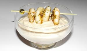 Verrines de rillettes de sardine à la sauce crémeuse et sa brochette de crevettes