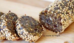 Barre aux pruneaux, amandes, noix de cajou et spiruline