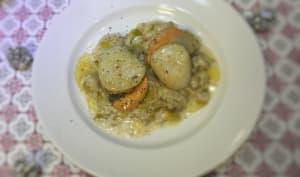 Coquilles saint Jacques sautées au beurre noisette sur lit de fondue de poireaux