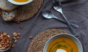 Soupe au potimarron et châtaignes et huile de persil