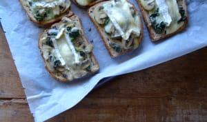 Tartines au brie, champignons et épinards