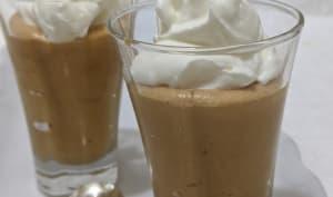 Mousse au chocolat blanc et au caramel salé