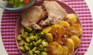 Choux de Bruxelles, côtes de porc et pommes sautées