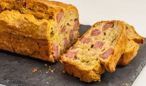 Cake à la saucisse de Morteau et aux pistaches
