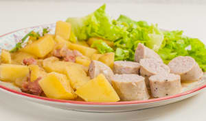 Goulash de saucisses aux pommes de terre
