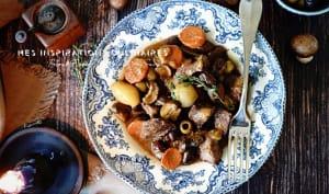 Sauté de veau aux olives, carotte et champignons