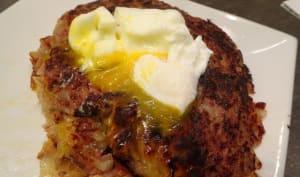 Hachis de pommes de terre et corned beef avec œuf poché