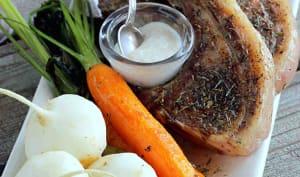 Côtelettes d'agneau grillées à la sarriette sauce à l'ail