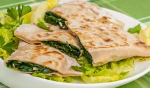 Gözleme, pain turc plat aux épinards et à la fêta