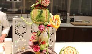 Sculpture de Michel Lo, sculpteur sur fruits et légumes