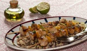 Brochettes de poulet au miel, citron, soja et riz sauvage