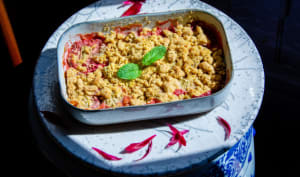 Crumble végétal fraise rhubarbe