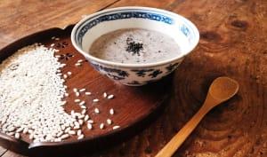 Porridge de riz au sésame noir