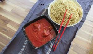 Boulettes de boeuf et nouilles chinoises à la tomate