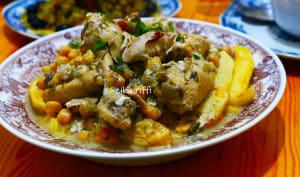 Poulet et pommes de terre frites sauce blanche au vinaigre