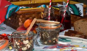 Salade de lentilles et pâtes à la feta, en bocaux