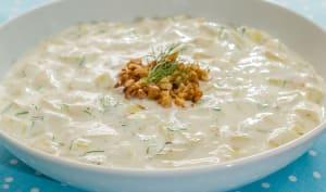 Tarator, soupe bulgare au concombre, à l'aneth et aux noix