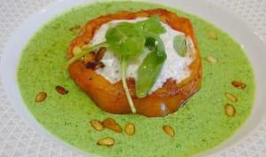 Tomate coeur de boeuf rôtie sur coulis de roquette et basilic, espuma de Bleu de Brebis