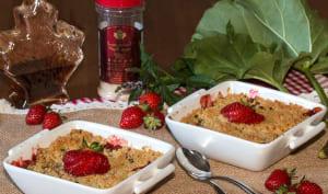 Crumble rhubarbe et fraises au sucre et sirop d'érable
