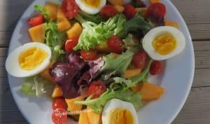 Salade au melon, tomates cerise et œufs durs