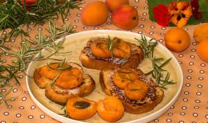 Brioche perdue aux abricots et au romarin