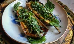 Aubergines rôties, sauce citronnée et shiso