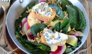 Salade d'épinard, pomme et tartines de bleu