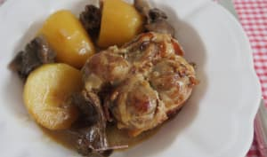 Cuisses de poulet farcies aux cèpes, pommes de terre aux champignons forestiers