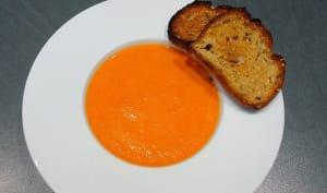 Velouté poivrons rouges pain à l'ail