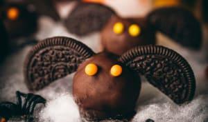 Halloween cookie dough balls en forme de chauve-souris