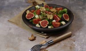 Salade de figues aux noix tomme et oignons frits