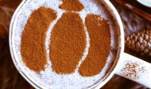 Latte au chocolat blanc à la cannelle