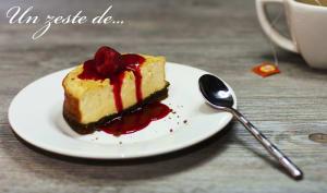 Cheesecake new yorkais avec coulis de framboise