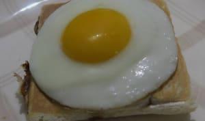 Croque-monsieur aux champignons, mozzarella et œuf