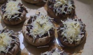Champignons farcis au coulis de tomates et bresaola
