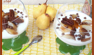Verrines de fromage blanc, poires caramélisées au sirop d'érable et noix de pécan