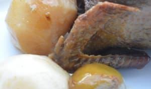 Pigeons farcis en cocotte, confit de poires sur un lit d'épinards navets