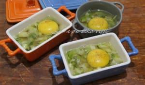 Oeufs cocotte aux oignons verts cuisson au micro-ondes