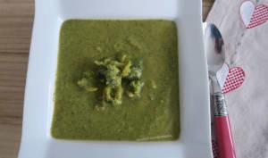 Velouté de brocolis au lait de coco