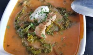 Soupe instantanée avec des légumes déshydratés