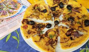 Socca aux oignons rouges et olives