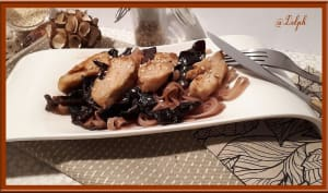 Filets de poulet aux champignons noirs et tagliatelles de riz