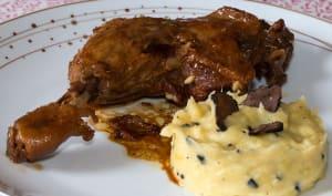 Cuisses de canard au vin de sureau, purée aux truffes