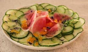 Carpaccio de concombre et radis roses d'hiver, œufs de saumon