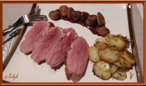 Magret de canard aux châtaignes sauce aux airelles